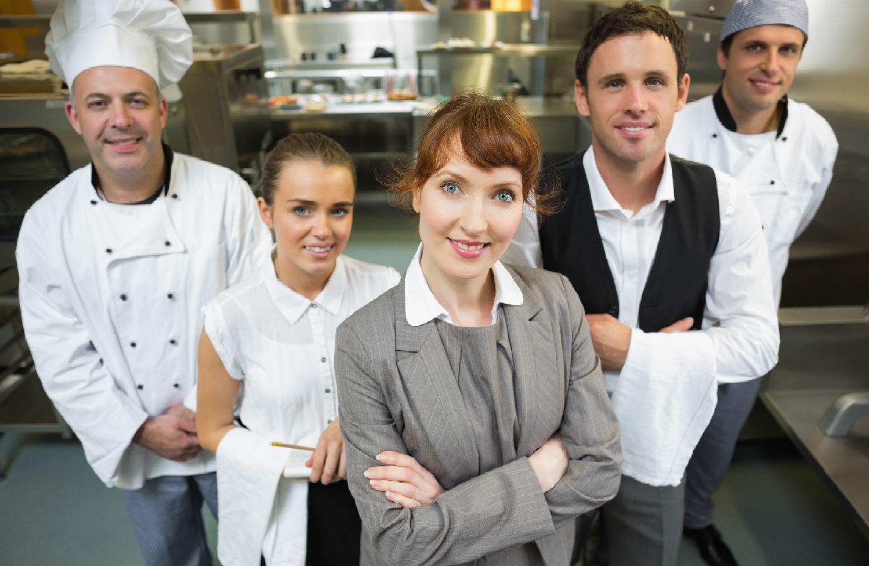 Contratar uma nutricionista para o restaurantes traz credibilidade ao seu negócio. Adequando as normas da vigilância sanitária e promovendo a qualidade.